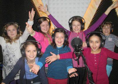 Kindergeburtstags-Gruppe in der Gesangskabine