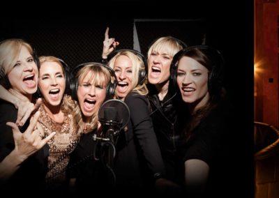 Frauen Gruppe feiert im Tonstudio Hannover
