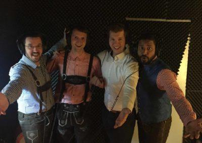 4 Männer in Gesangskabine