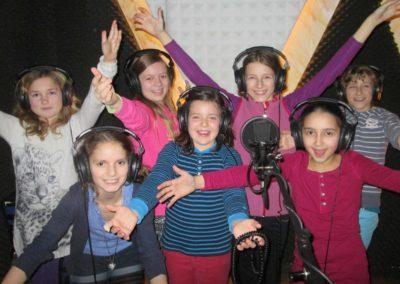 Kindergruppe im Tonstudio