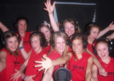 Große Kids Gruppe im Tonstudio