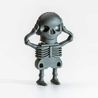 Cooler kannst du deine eigene Musikaufnahme nicht transportieren: Unser Skeletor-USB-Stick