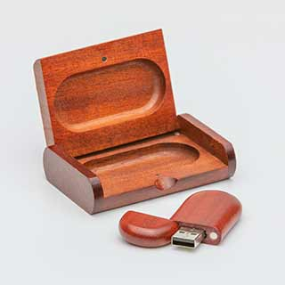 Echtholz: Für echte Naturfans haben wir unseren hölzernen USB-Stick